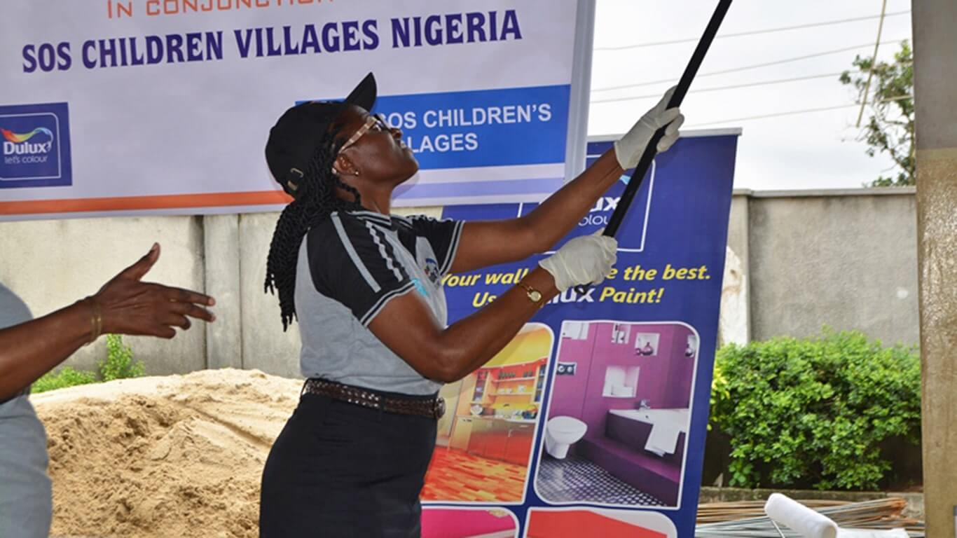 ICI-Dulux-Lets-Colour-SOS-Childrens-Villages-Nigeria-Pakistan-04