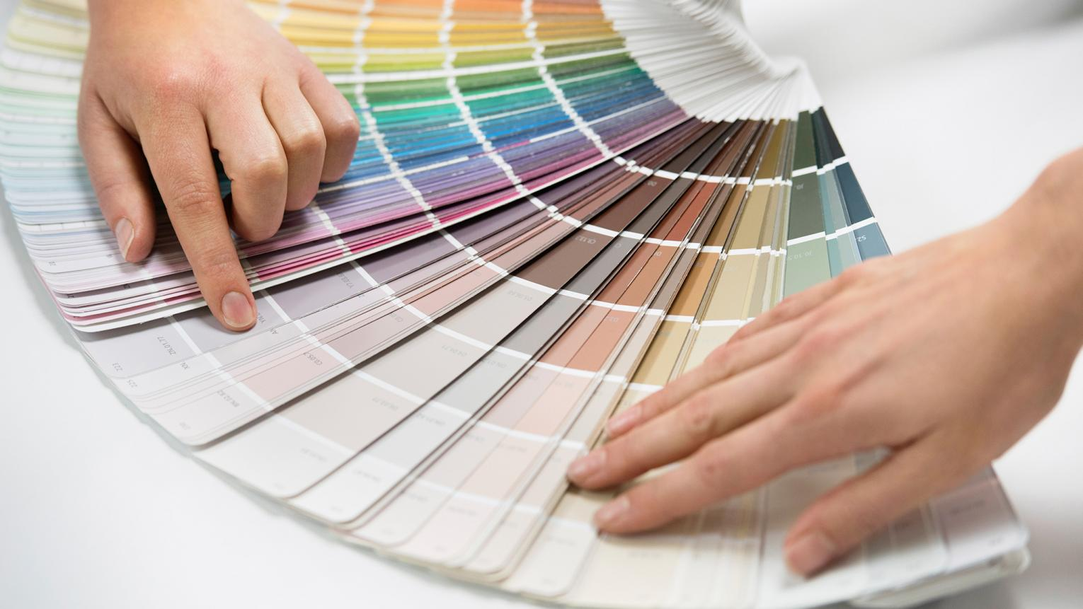 Dulux_hiring_decorator_UK_1