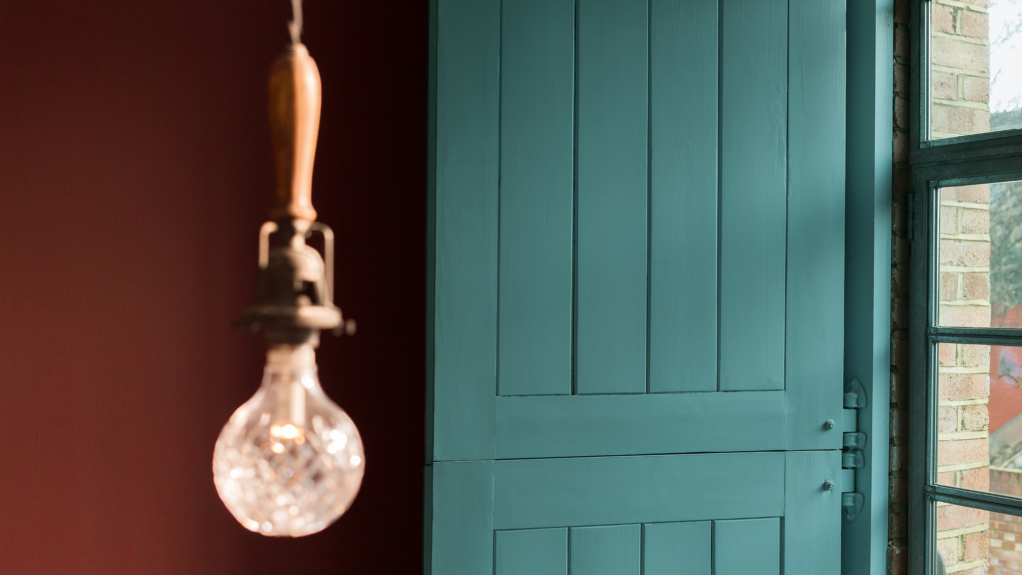 Containing hints of blue and green, teal is an enormously restful colour, and one that can be used liberally throughout your new home.